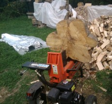 Produkcja drewna kominkowego, usługi łuparką