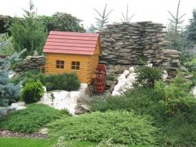 Kaskady, skalniaki, murki w ogrodzie