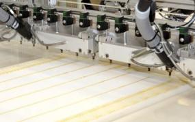 Precyzyjne cięcie pianki tapicerskiej do materacy