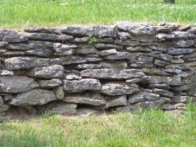 Architektura kamienna w ogrodzie
