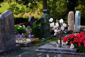 Montaż nagrobków rodzinnych
