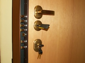 Wymiana zamków w drzwiach Dierre
